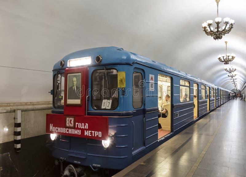 Coches de subterráneo del tipo ` del erizo 3 del ` con un retrato de Lenin, que fue producido en los años 1973-1979 Desfile de lo fotos de archivo