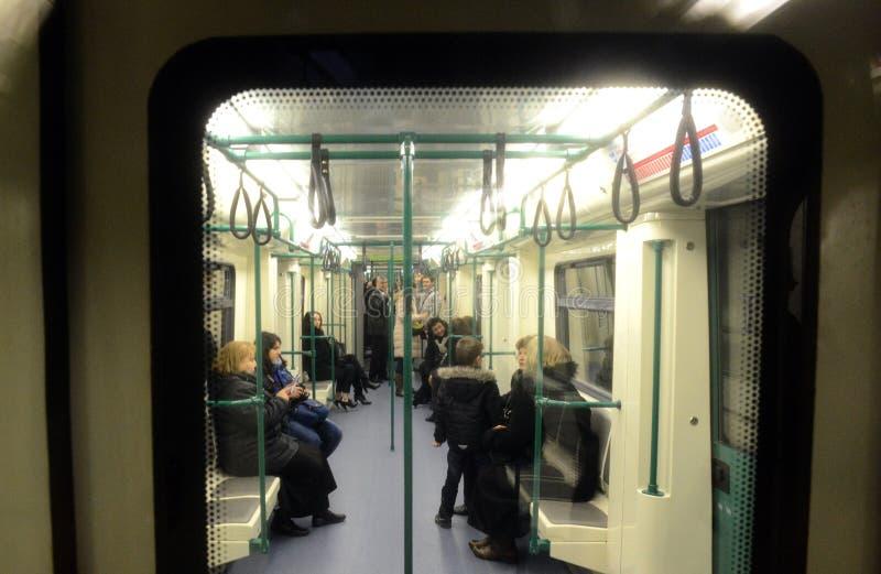Coches de subterráneo en una estación en Sofía, Bulgaria el 2 de abril de 2015 foto de archivo