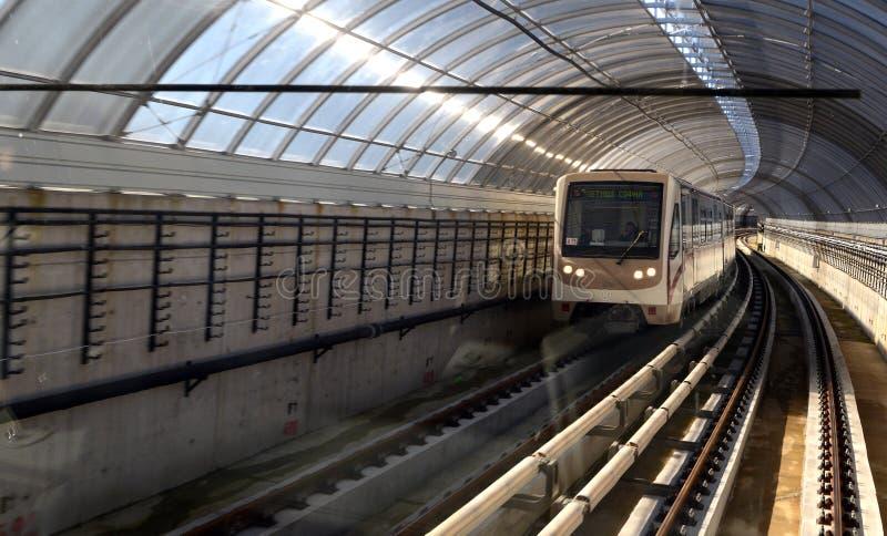 Coches de subterráneo en una estación en Sofía, Bulgaria el 2 de abril de 2015 imagen de archivo libre de regalías
