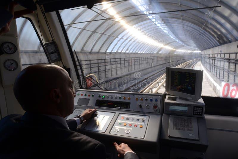 Coches de subterráneo en una estación en Sofía, Bulgaria el 2 de abril de 2015 imágenes de archivo libres de regalías