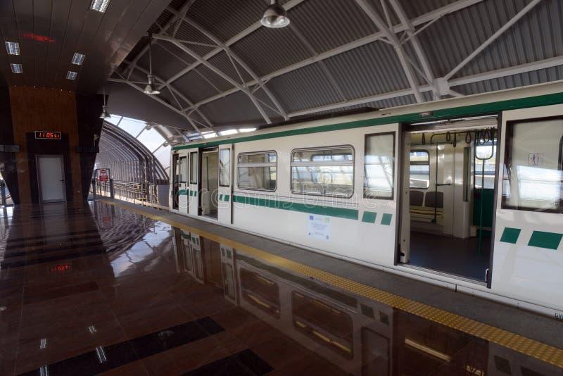 Coches de subterráneo en una estación en Sofía, Bulgaria el 2 de abril de 2015 fotografía de archivo libre de regalías