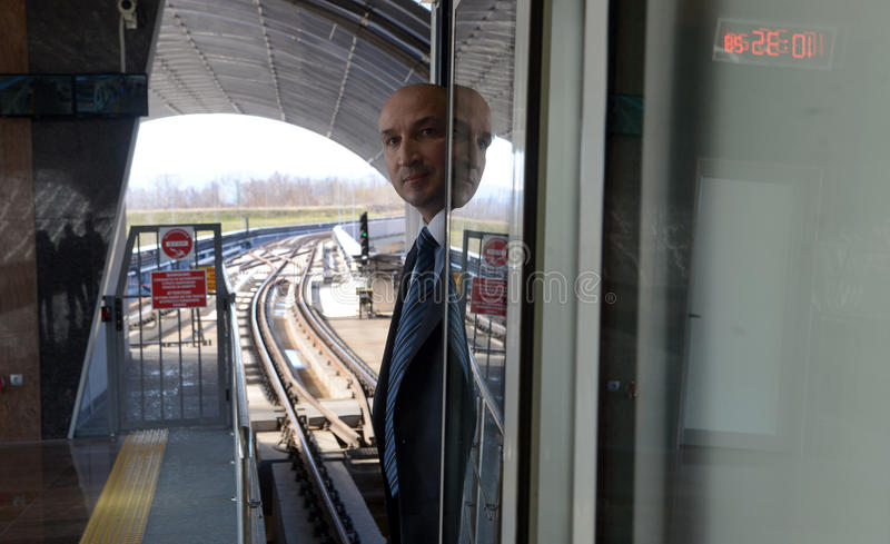 Coches de subterráneo en una estación en Sofía, Bulgaria el 2 de abril de 2015 fotografía de archivo