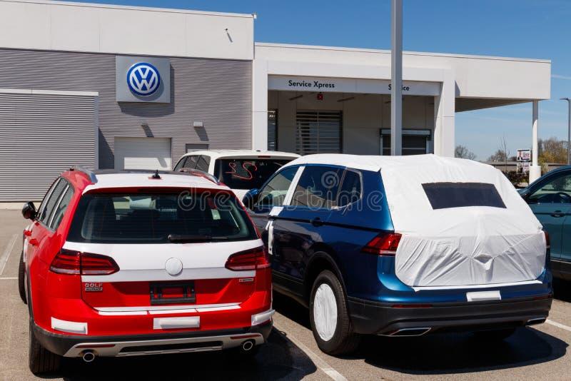 Coches de Volkswagen y representaci?n de SUV VW es entre los fabricantes de autom?viles m?s grandes del ` s del mundo IV fotos de archivo libres de regalías
