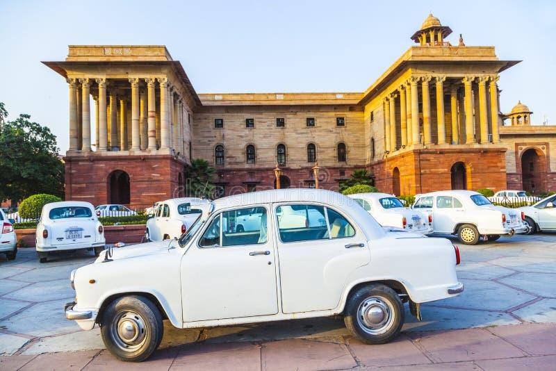 Coches del embajador de Hindustan del funcionario imágenes de archivo libres de regalías