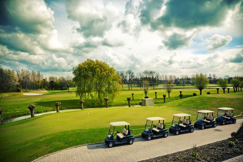 Coches del golf imagen de archivo