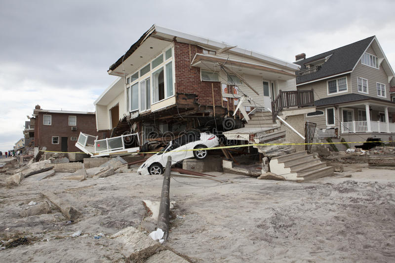 Coches estrellados después del huracán Sandy imagen de archivo
