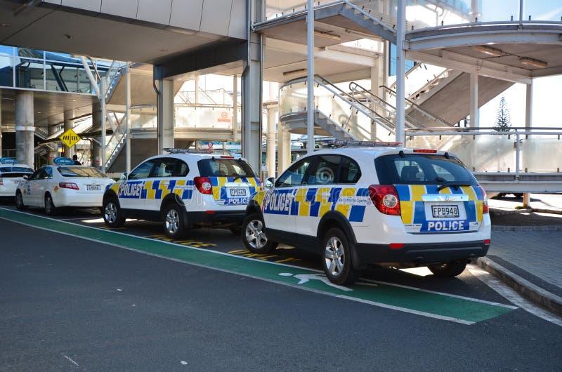 Coches policía Aeropuerto internacional de Oakland En alguna parte en Nueva Zelandia imágenes de archivo libres de regalías
