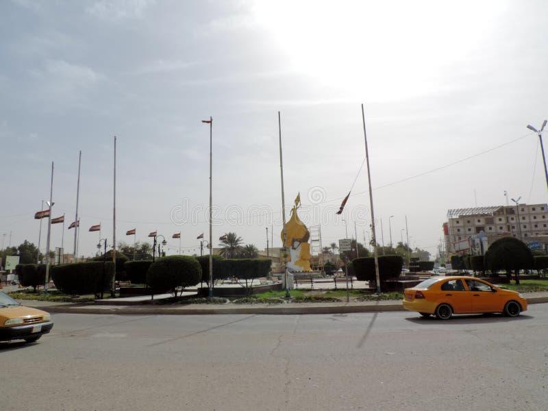 Coches que corren en las calles de Kerbala, Iraq imagen de archivo