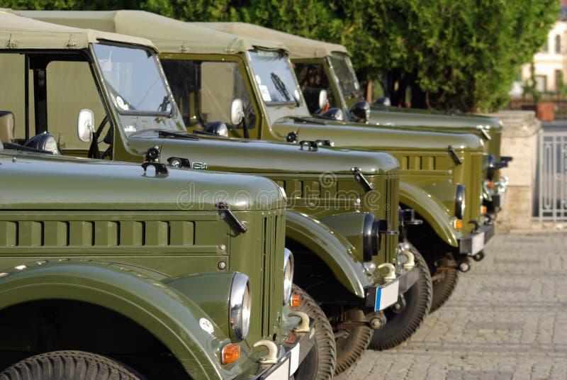 Coches viejos, camiones del ruso del ejército imagen de archivo
