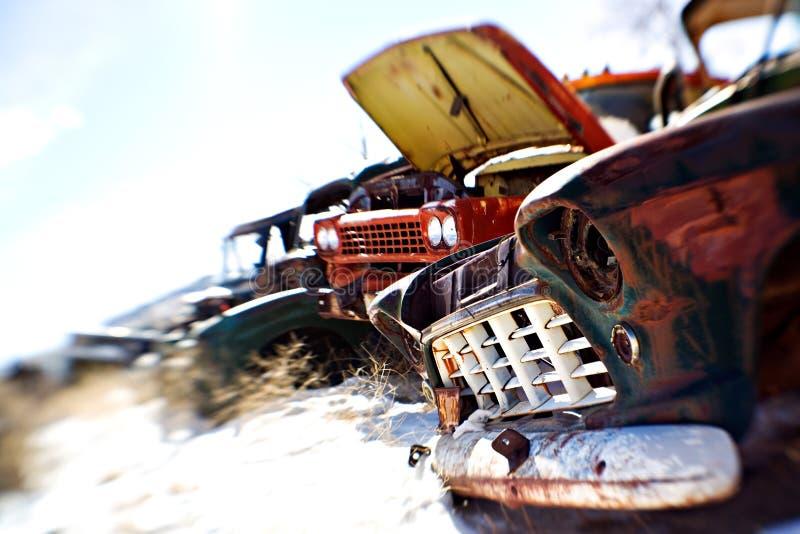 Coches viejos en el junkyard imagen de archivo libre de regalías