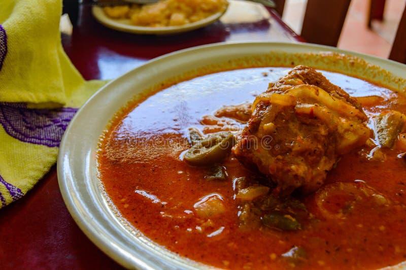 Cochinita Pibil, traditionelle mexikanische Nahrung von Yucatan mit Kopienraum stockfotos