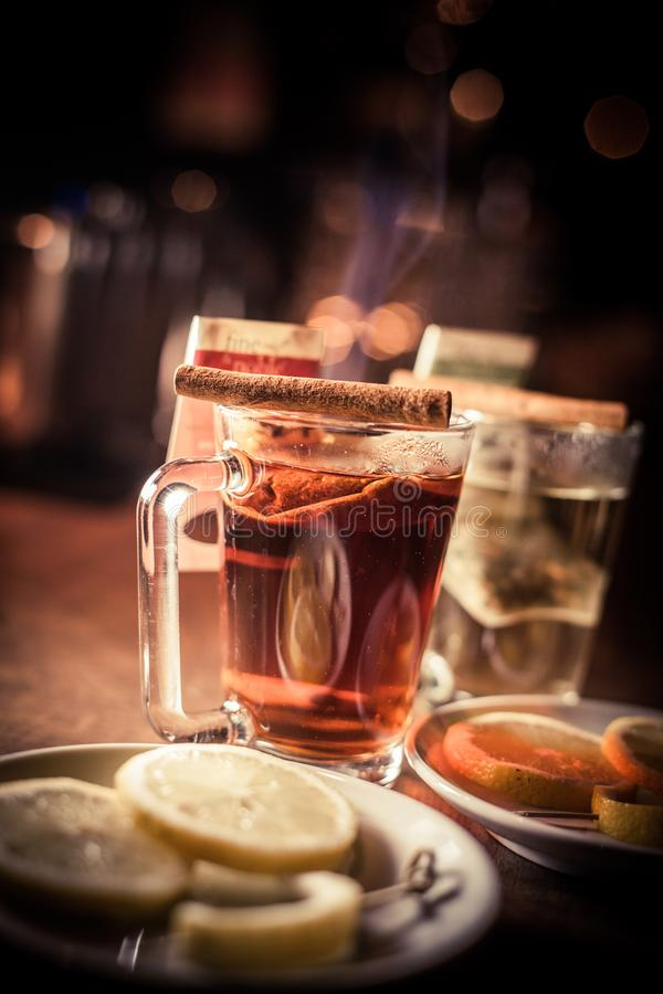 Cocido al vapor de las tazas de té al vapor fotografía de archivo