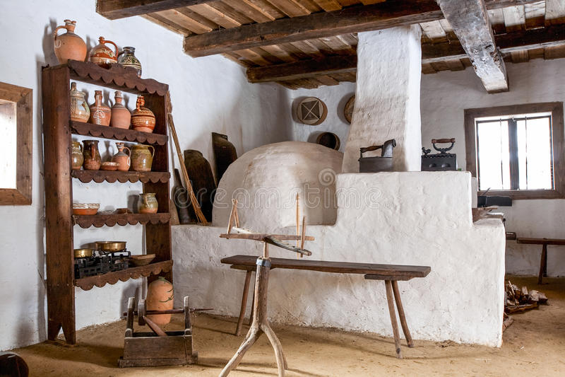 Cocina antigua del campo imagen de archivo. Imagen de rumania - 61381973