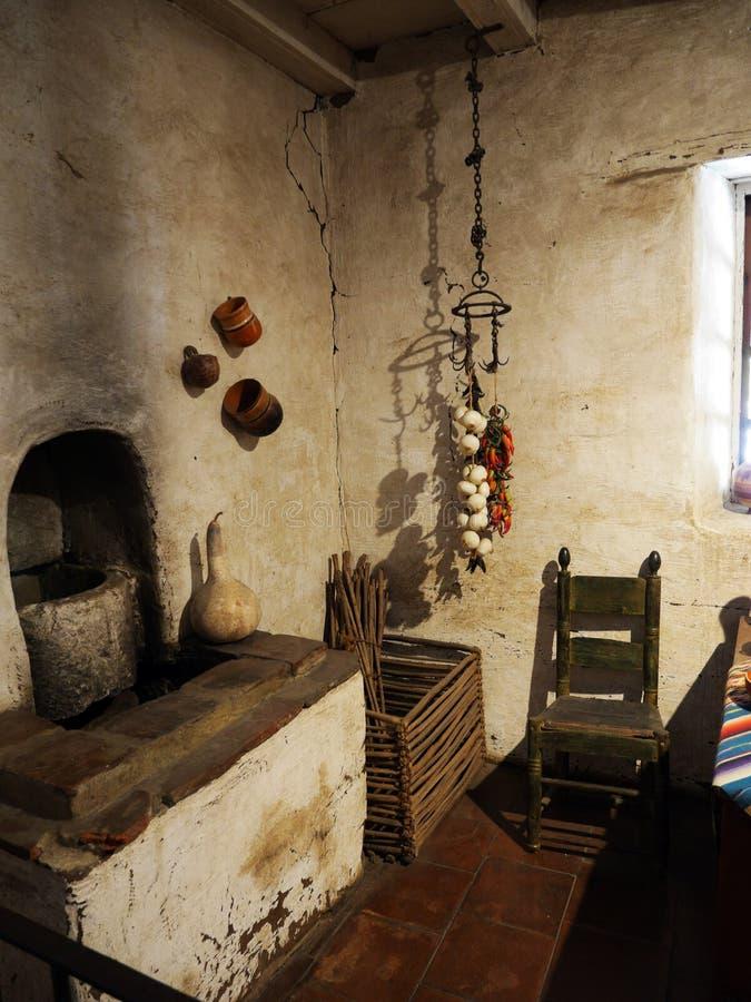 Cocina antigua en el museo de Carmel Mission foto de archivo libre de regalías