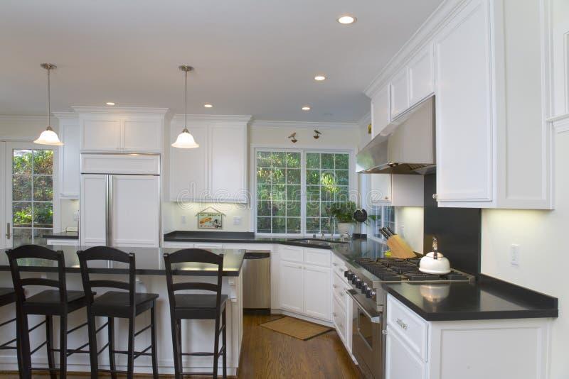 Download Cocina Blanca Nuevamente Remodelada Foto de archivo - Imagen de cocina, ventilador: 1293878