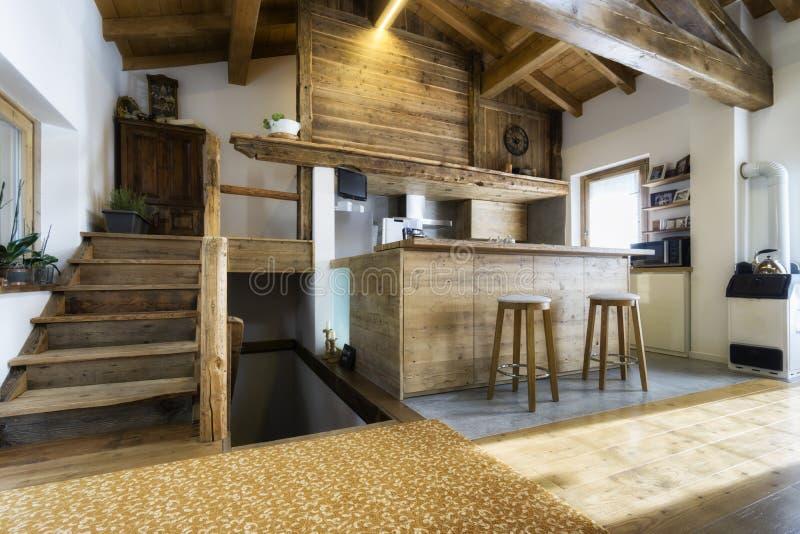 Cocina De Madera En Estilo De La Cabaña Foto de archivo - Imagen de ...