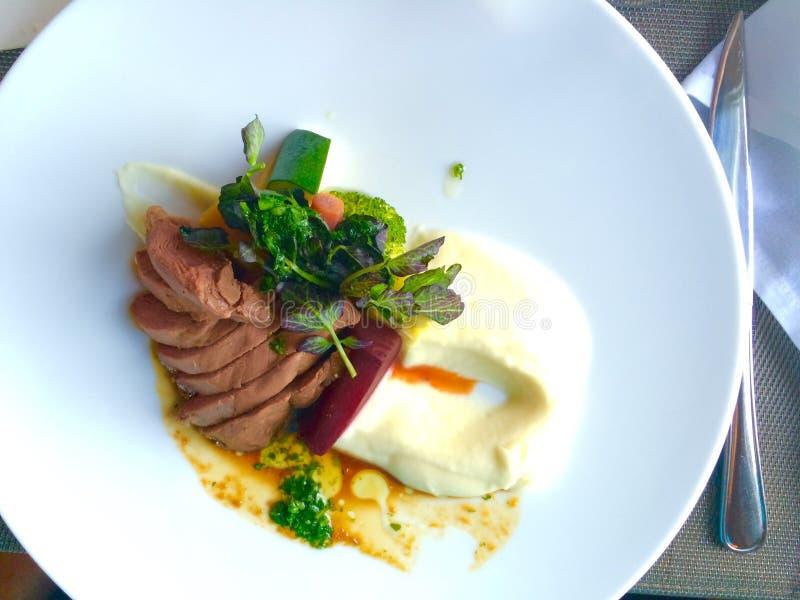 Cocina del francés de la cena de la cena del arreglo de la comida imágenes de archivo libres de regalías