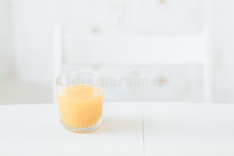 Cocina del zumo de naranja del desayuno de la dieta sana foto de archivo libre de regalías
