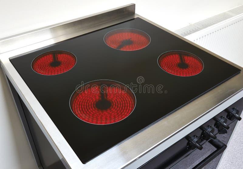 Cocina en una cocina moderna fotografía de archivo