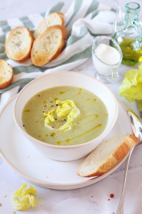 Cocina francesa: potage Choisy Sopa poner crema de la lechuga con arroz foto de archivo libre de regalías