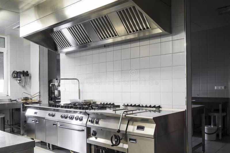 Cocina industrial moderna imagen de archivo