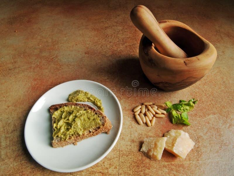 Cocina italiana - pesto genovese fotos de archivo