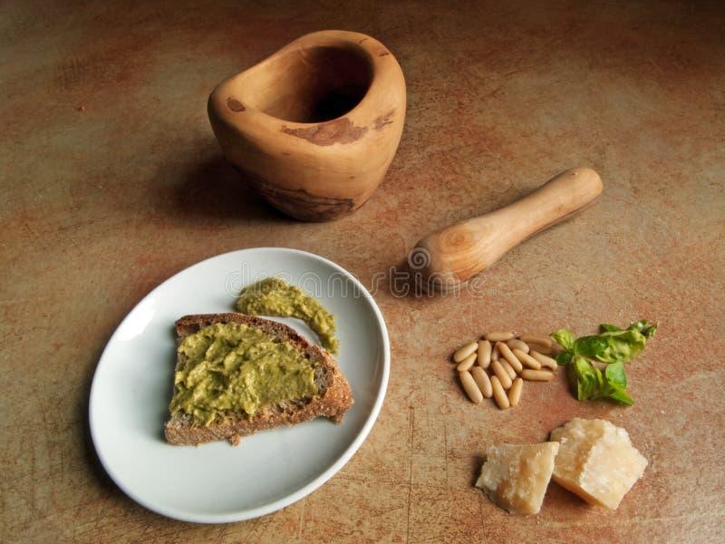 Cocina italiana - pesto genovese fotografía de archivo libre de regalías