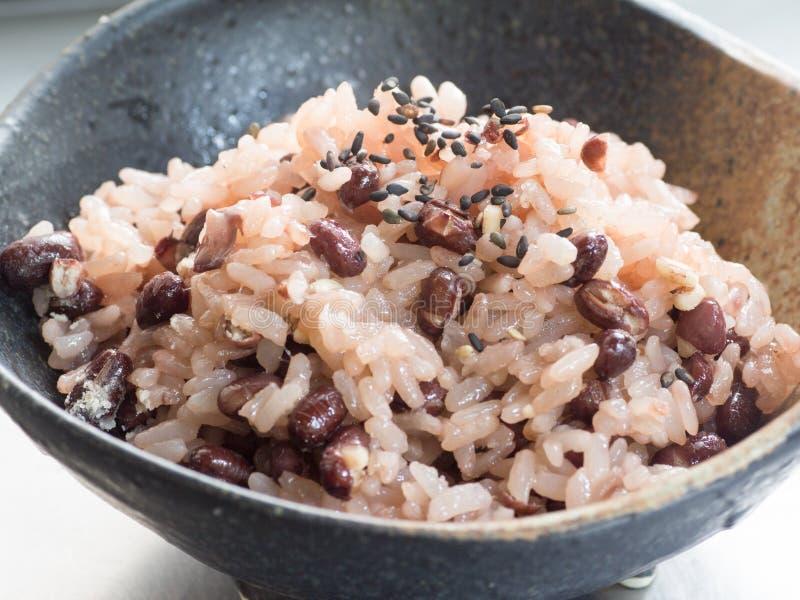 Cocina japonesa, arroz cocinado de la haba roja también conocido como Sekihan adentro imagenes de archivo
