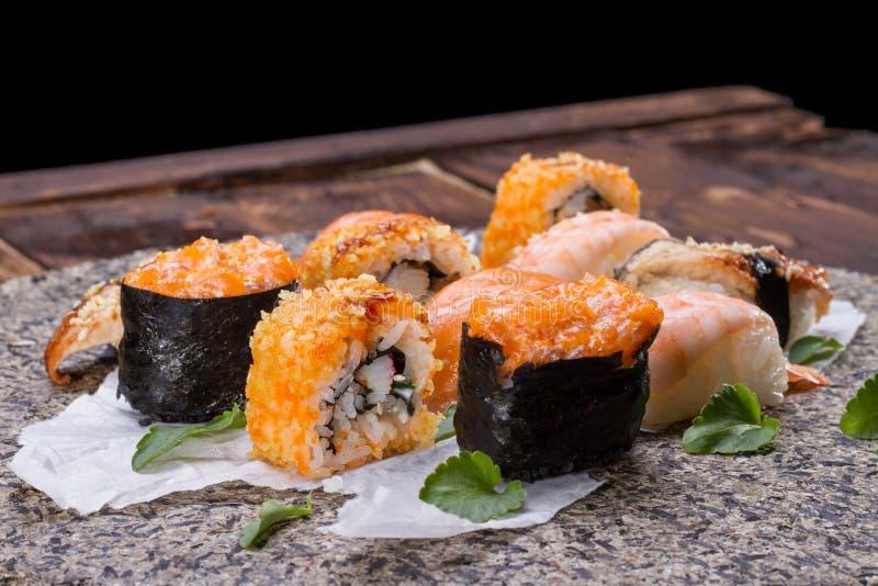 Cocina japonesa - conjunto del sushi fotos de archivo