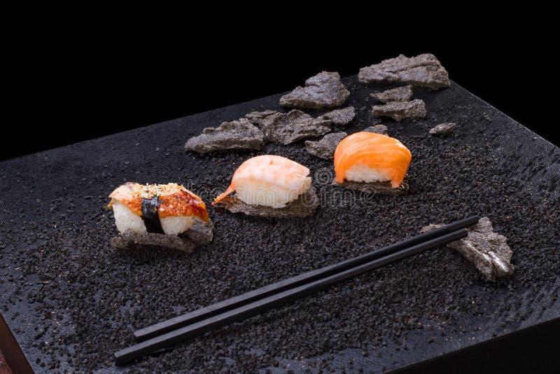 Cocina japonesa sushi en fondo fotografía de archivo libre de regalías