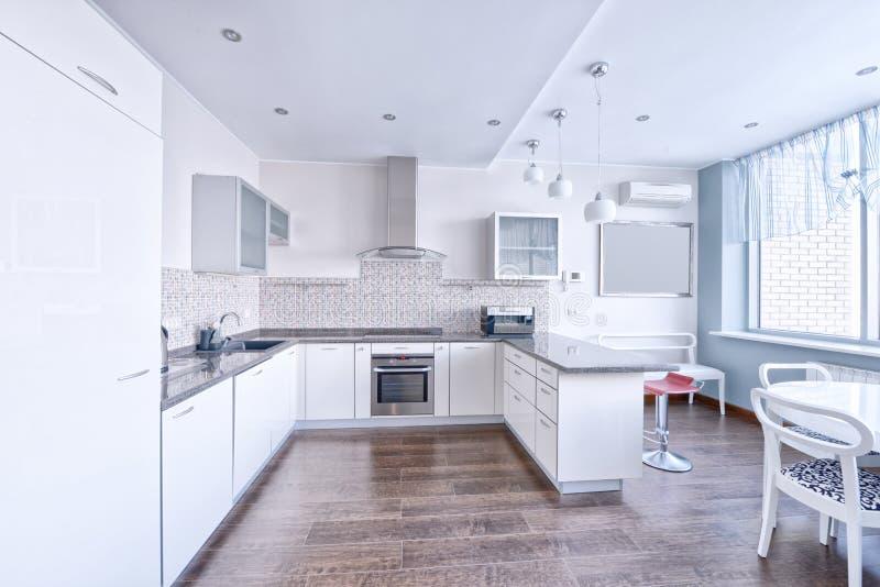 Cocina Moderna Del Diseño Interior En La Nueva Casa Foto de archivo ...
