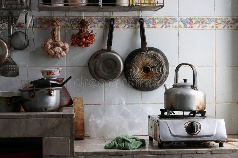 Cocina muy sucia foto de archivo libre de regalías