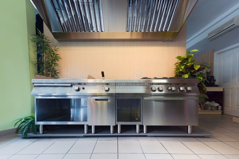 Cocina profesional en el edificio moderno fotos de archivo libres de regalías
