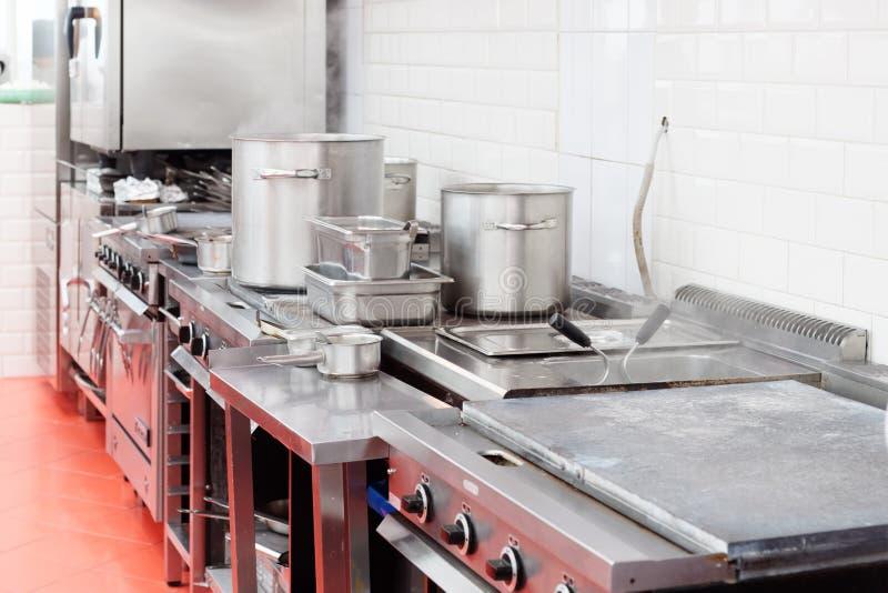 Cocina típica de un restauran imagen de archivo