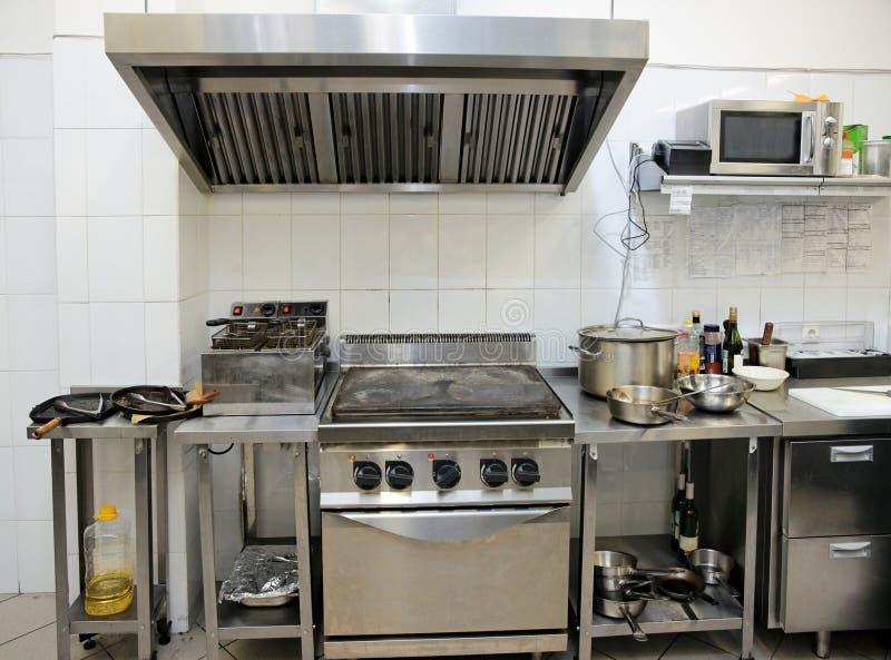 Cocina típica de un restaurante imagen de archivo libre de regalías
