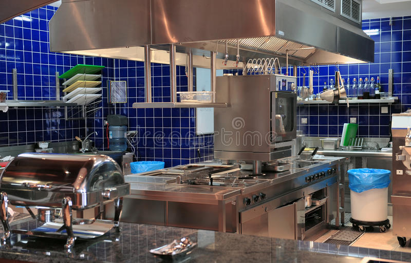 Cocina típica de un restaurante foto de archivo