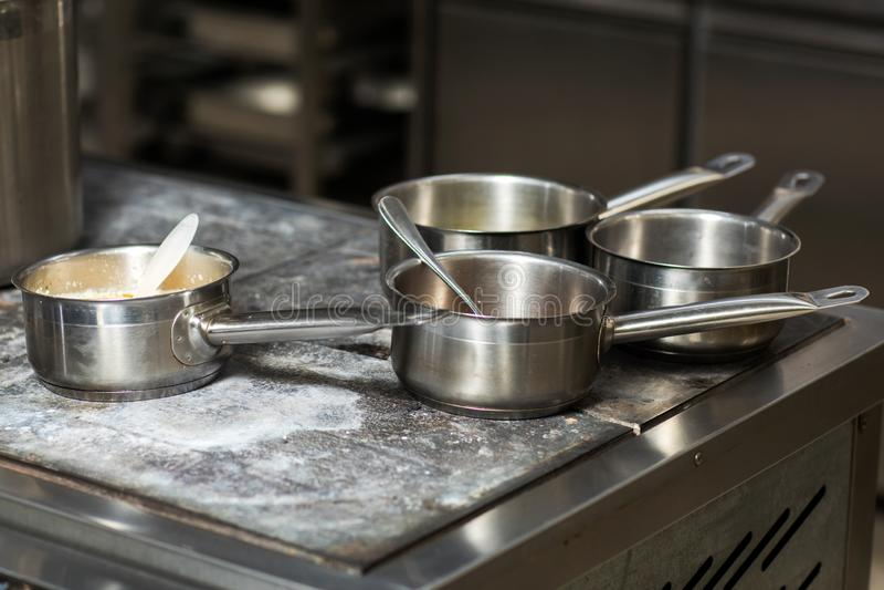 Cocina t?pica de un restaurante imágenes de archivo libres de regalías