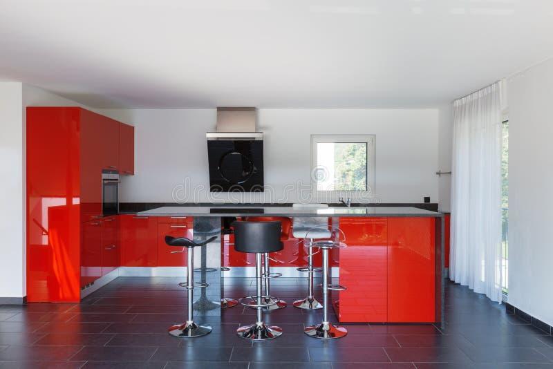 Cocina vacía interior de la casa moderna, comedor foto de archivo libre de regalías