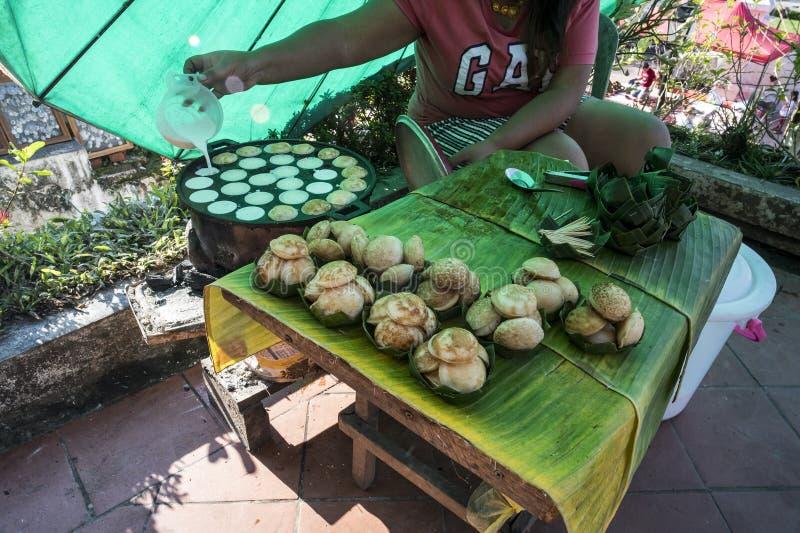 Cocinando los Hotcakes asados a la parrilla dulces y sabrosos del Coco-arroz está para el krok del kanom pero utilizan a veces la fotos de archivo