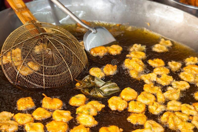 Cocinar bolas de la pasta de pescado fotos de archivo libres de regalías