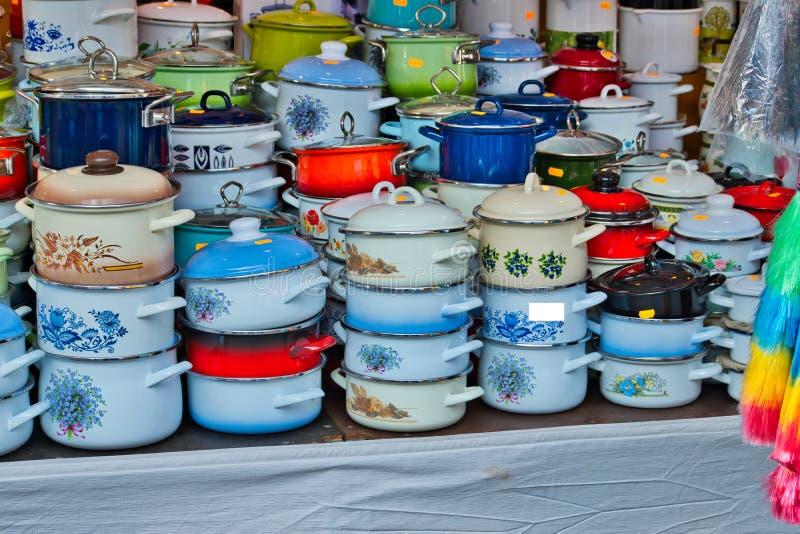 Cocinar el envase del pote para la venta fotos de archivo