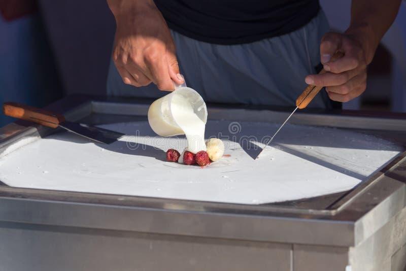 Cocinar el helado frito foto de archivo libre de regalías