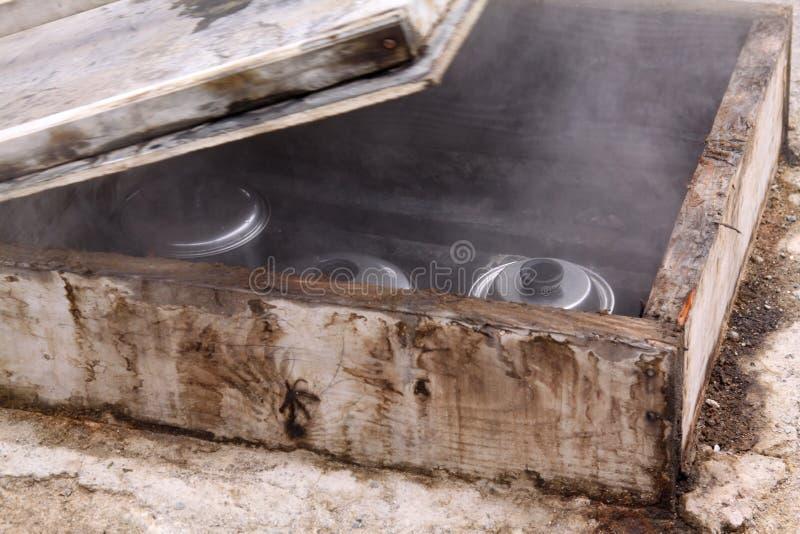 Cocinar el horno natural del pote fotos de archivo libres de regalías