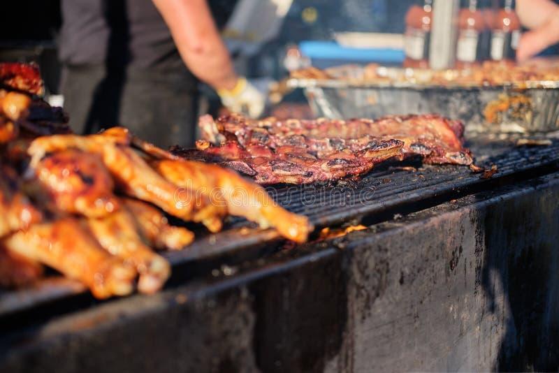 Cocinar festival al aire libre de la parrilla de la barbacoa en Vancouver fotos de archivo