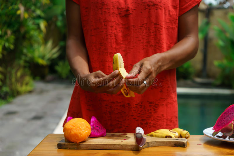 Cocinar la clase culinaria Banan pelado foto de archivo