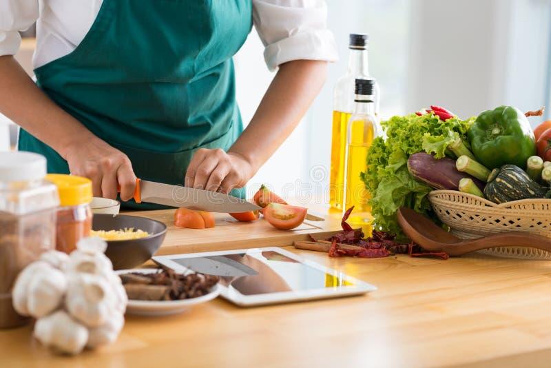 Cocinar la comida sana fotos de archivo