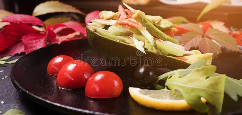 Cocinar la ensalada elegante de las verduras de la receta foto de archivo