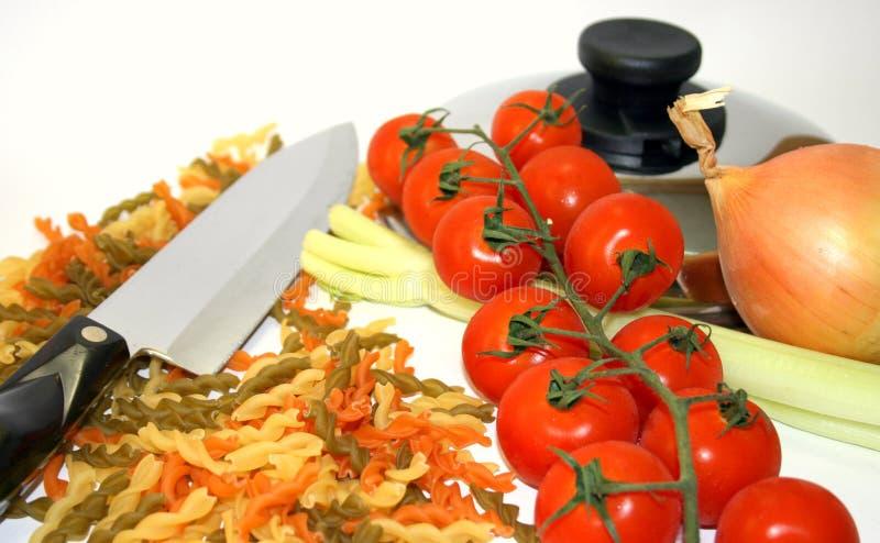 Cocinar las pastas vegetales imagen de archivo