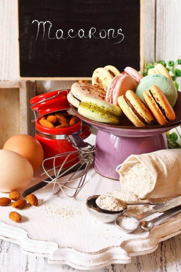 Cocinar macarons foto de archivo libre de regalías