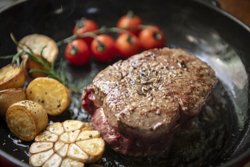 Cocinar una idea de la receta de la fotografía de la comida del filete fotografía de archivo